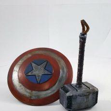 maqueta escudo y martillo